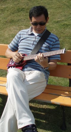 Guitar_on_bench