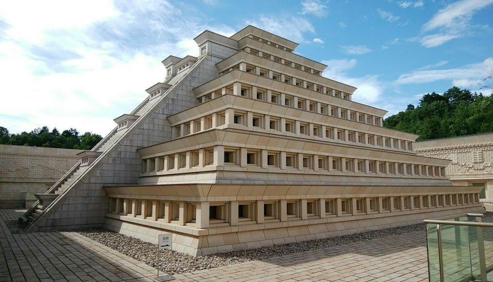 Hikari_pyramid